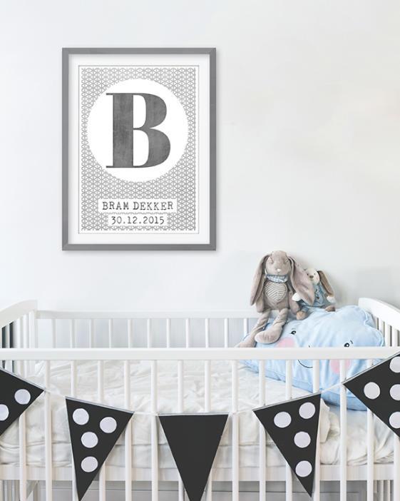 Zwart-wit posters voor de kinderkamer. Gepersonaliseerde poster met Letter en naam. Online posters maken met eigen tekst in zwart-wit of met kleur (o.a mint en oker-geel)